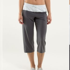 Lululemon grey & white capri w elastic waist